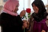 سنوات من الحب تجمع أزواجاً معمّرين عاشوا الحياة بكل طقوسها