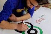 مضر الجلل ابن عائلة موهوبة بالرسم.. شارك في رسومات مظاهرات كفرنبل في بداية الثورة السورية