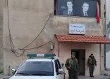 حمص.. شرطة النظام تعتدي على سيدة فقدت زوجها وولديها في سبيل الدفاع عن الأسد
