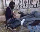 فقد ذاكرته بسبب التعذيب.. شاب يفترش الطرقات في حماة