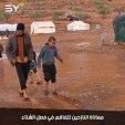 """مخيم """"شام 2"""" الذي يقطنه 700 نازح يغرق بالطين بسبب الأمطار الغزيرة.. ومعاناة النازحين تتفاقم!"""