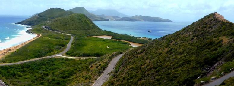 St. Kitts South Peninsula, links Atlantik, rechts Karibische See
