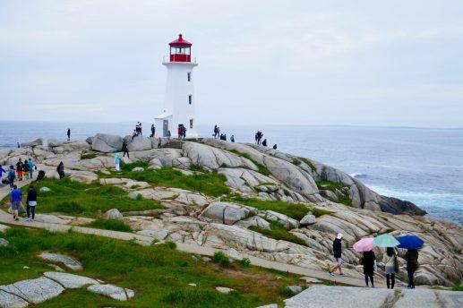 Leuchtturm Peggy's Cove mit Scharen von Touristen