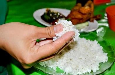24 Adab Makan dan Minum Sesuai Sunnah Rasul Agar Berkah, Sehat dan Tidak Makan-Minum Bersama Setan