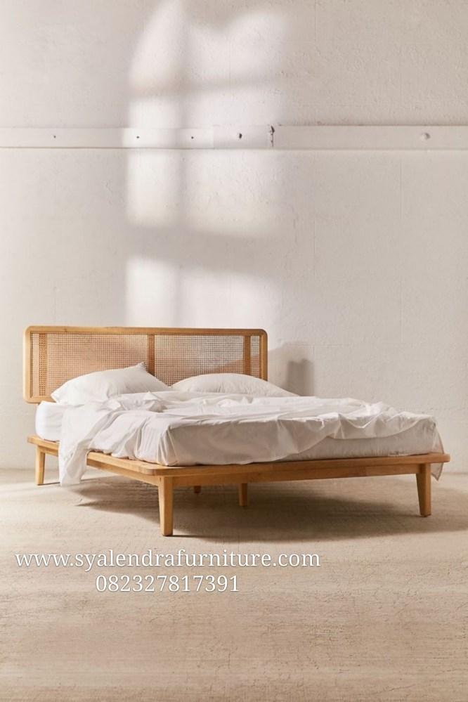 Tempat Tidur Jati Sandaran Anyaman Rotan