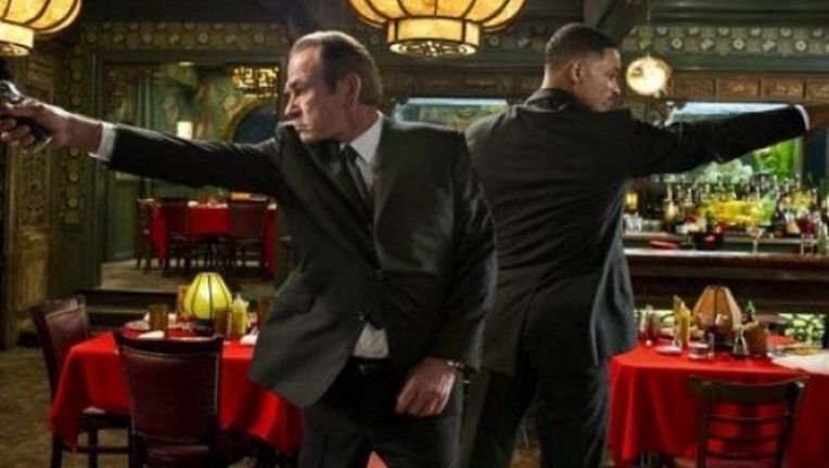 Here's how Will Smith explained Men in Black 3 to confused kids ...