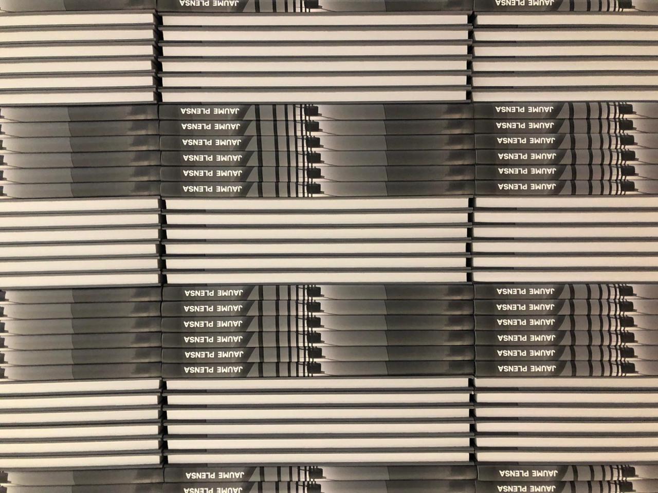 SYL produce el catalogo de la exposicion de Jaume Plensa en el MACBA encuadernacion tapa dura