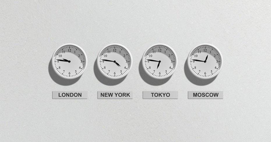 Les horloges de la bourse.