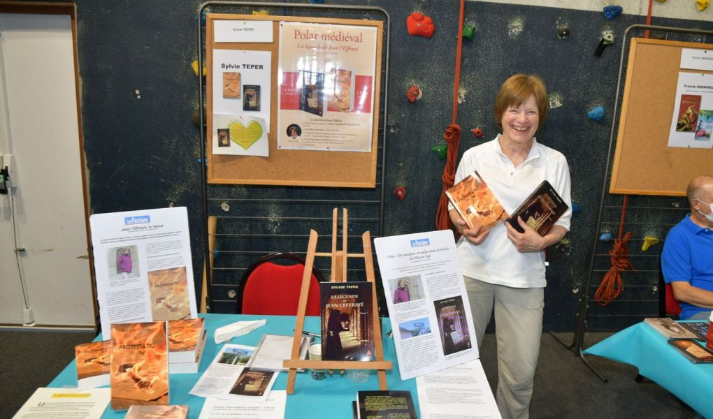 Sylvie Teper au salon du livre de la Queue en Brie, crédit photo : Philippe Schroeder