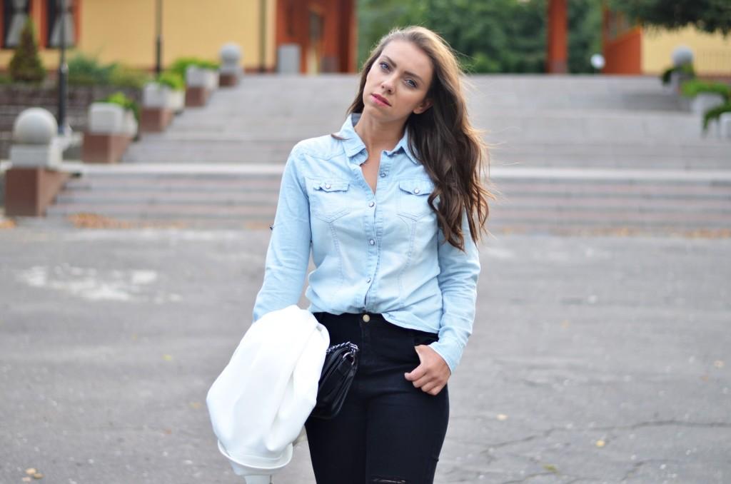 jasna dżinsowa koszula