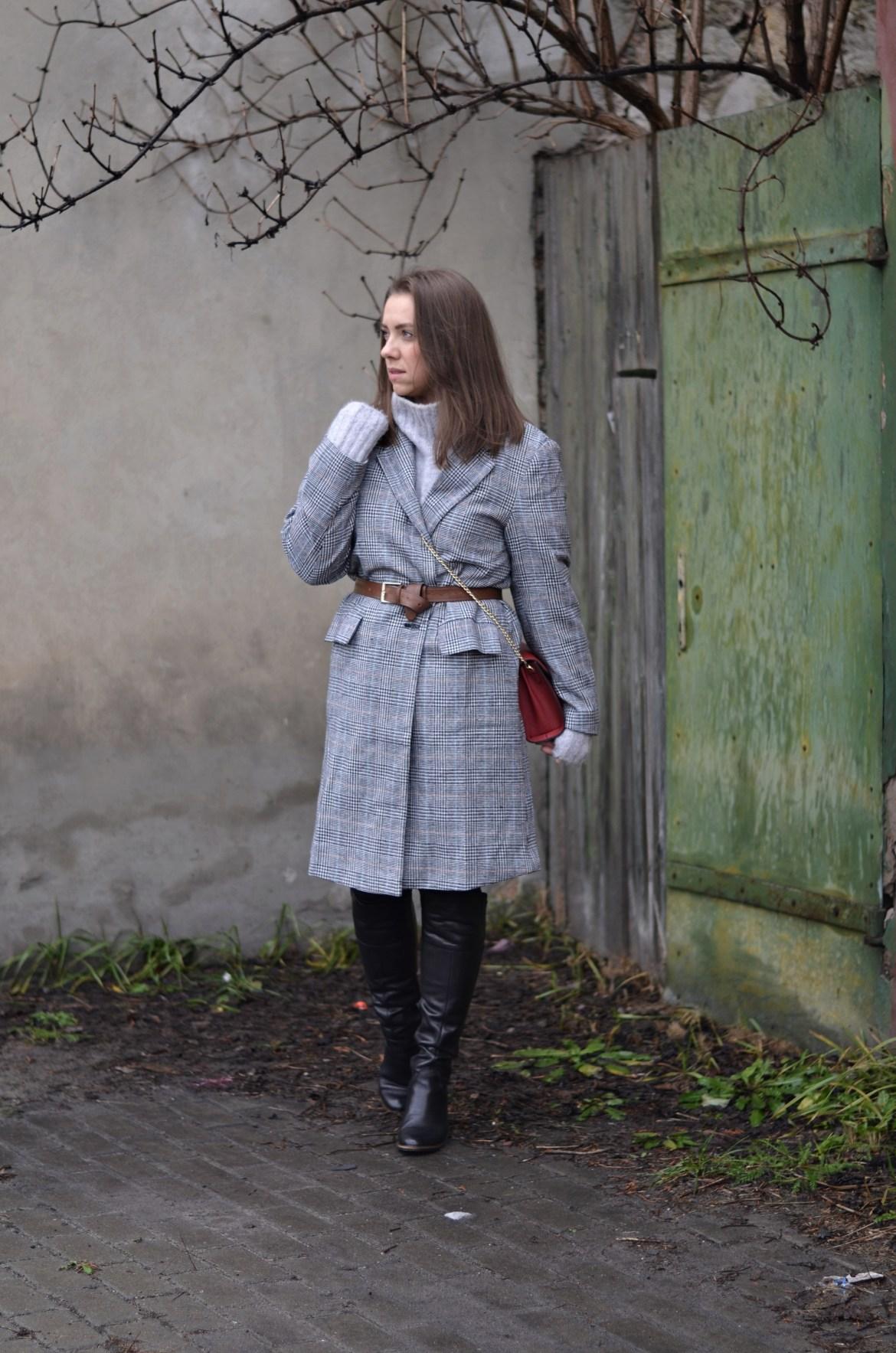 długi płaszcz w kratę