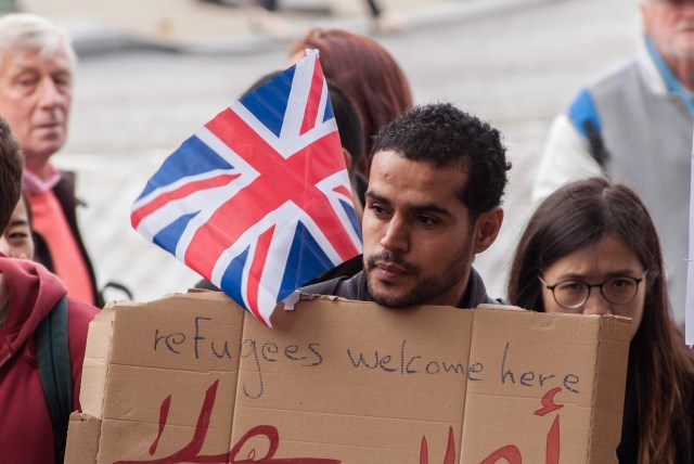 Welcoming refugees in Arabic and English