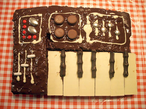 synthesizer cake