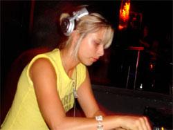 Spend Two Hours With DJ Vivie-Ann