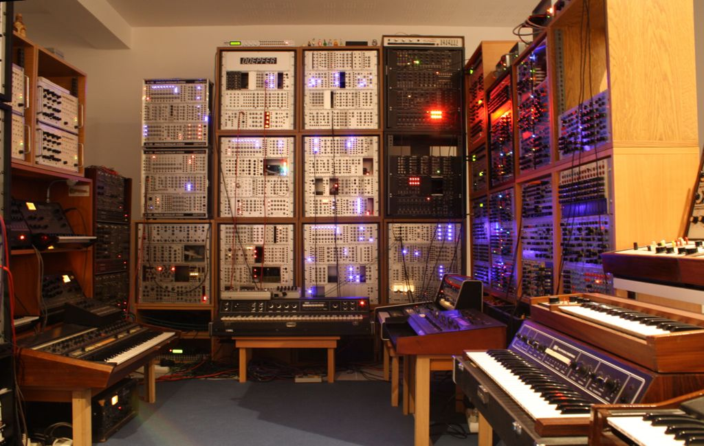 Synthesizer Heaven The Studio Of Parallel Worlds