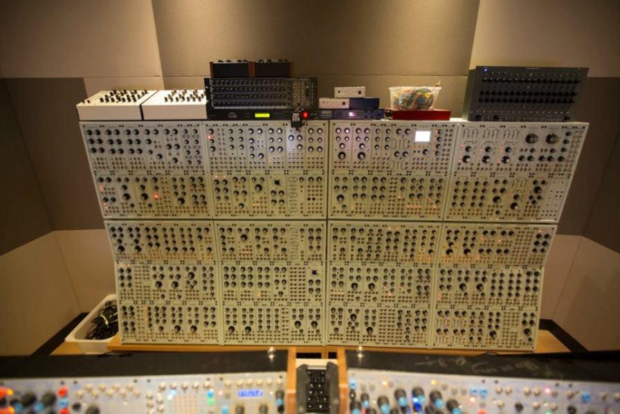 deadmau5-synthesizer-studio