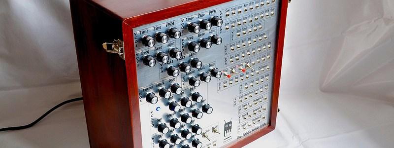 duo-synthesizer-isometric