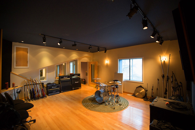LACurbed_Home_Studio_MarshallAmps