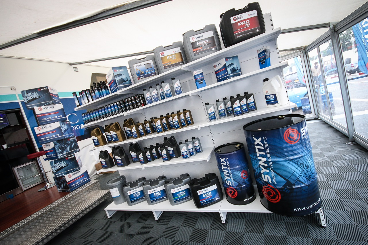 Syntix Superprix in Zolder - Supercar Challenge powered by Pirelli - Info center stands - Syntix Innovative Lubricants