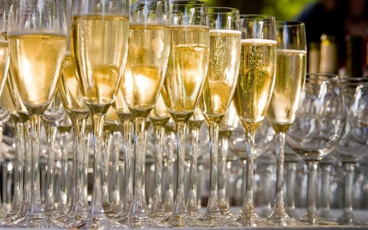 Celebrate The Holidays With These 12 Sparkling Wines From Around the Globe