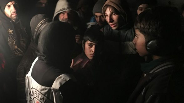 Marianne Gasser, the head of the ICRC's Syria delegation, speaks to residents of Madaya as they gather around the joint aid convoy that entered the besieged town on 11 January. CC BY-NC-ND / ICRC / P. Krzysiek