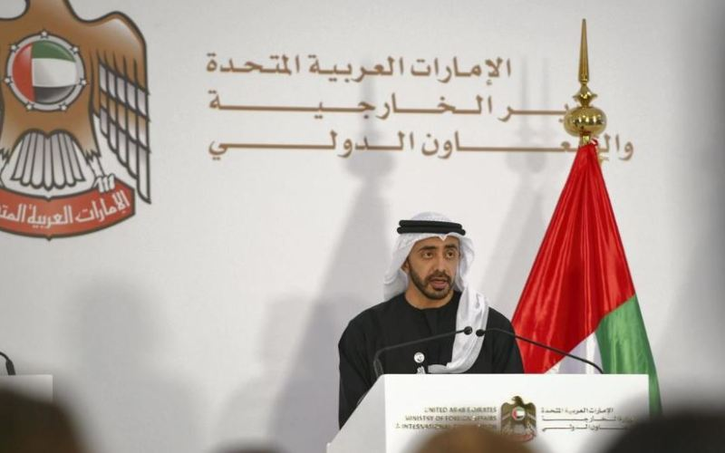 Cheikh Abdallah ben Zayed s'exprime lors d'une conférence de presse au Ministère des affaires étrangères et de la coopération internationale à Abou Dhabi (image Khushnum Bhandari pour The National UAE)