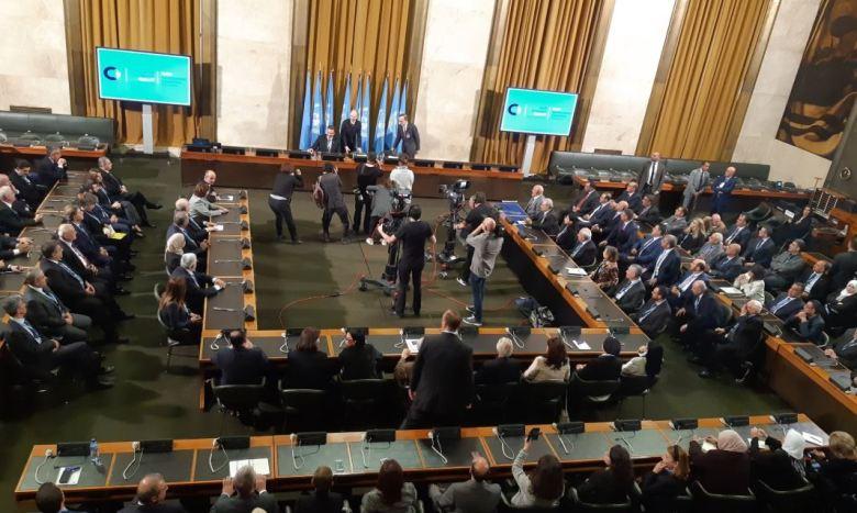 L'envoyé spécial de l'ONU en Syrie, Geir Pedersen, devant les représentants du gouvernement syrien, de l'opposition et de la société civile qui forment le Comité constitutionnel syrien à Genève, le 30 octobre (Image Lucas Léger via RT France)