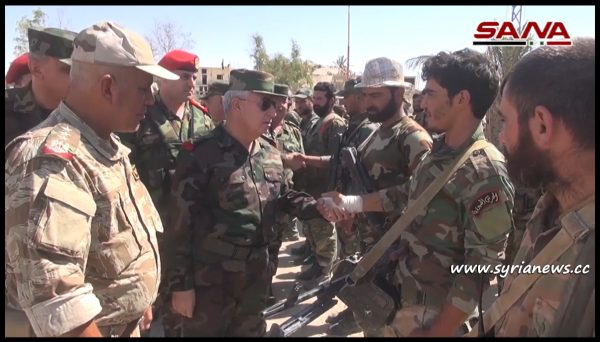 image-General Ayyoub Inspects the Commanders and fighters of the SAA in As Sukhnah