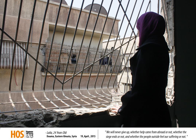 ليلى تنظر من أحد نوافذ الغوطة الشرقية. المصدر: الإنسان في سوريا