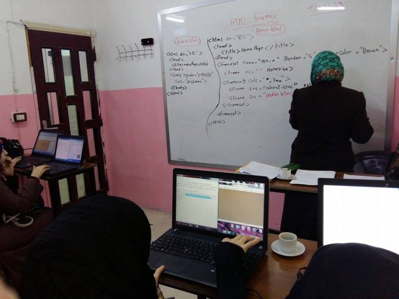 من دورات الكمبيوتر، المصدر: مركز النساء الآن، فيسبوك.