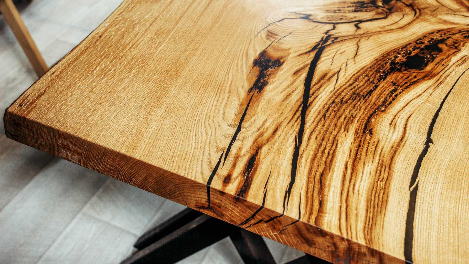 vernir une table en bois