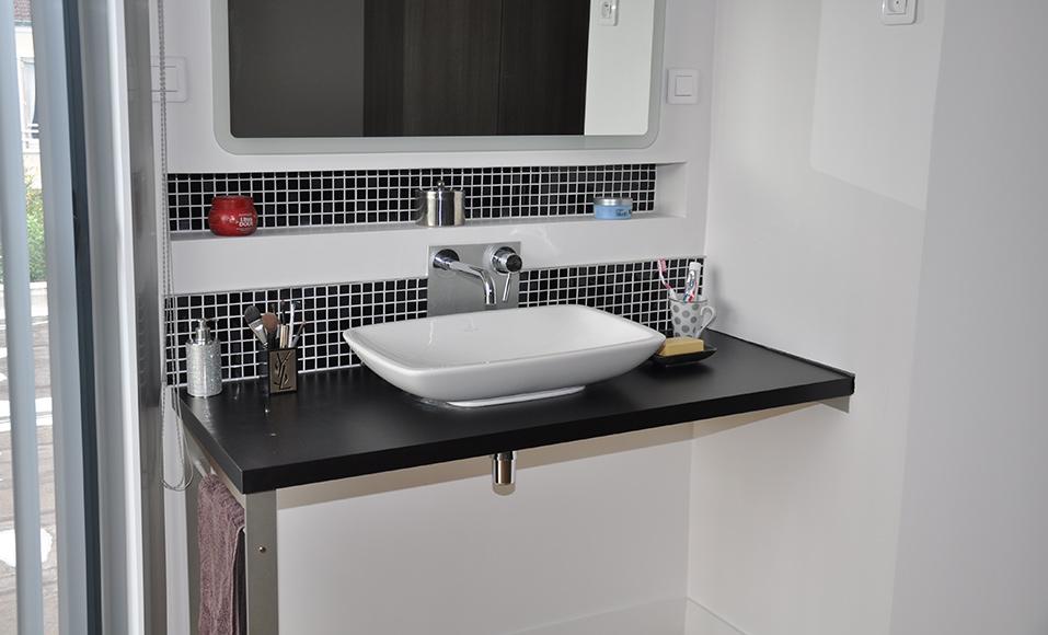 Amenager Un Espace De Toilette Avec Un Plan Vasque Suspendu