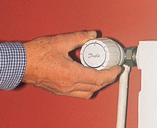 un robinet thermostatique sur un radiateur