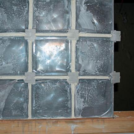 montage d un mur en pave de verre