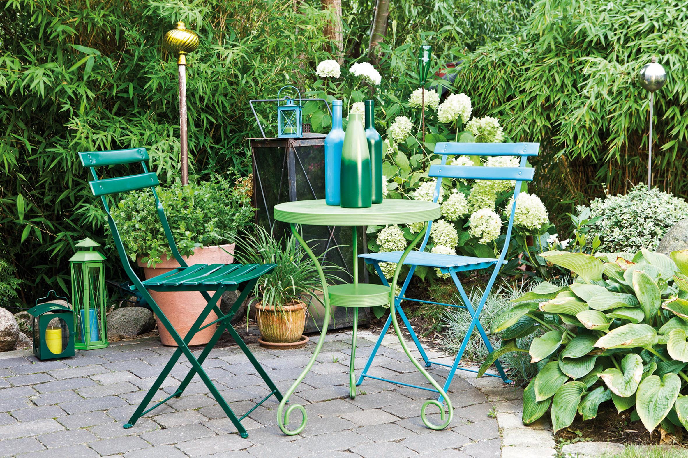 mobilier de jardin a la bombe de peinture