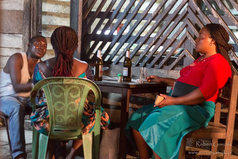 W barze w Buéa