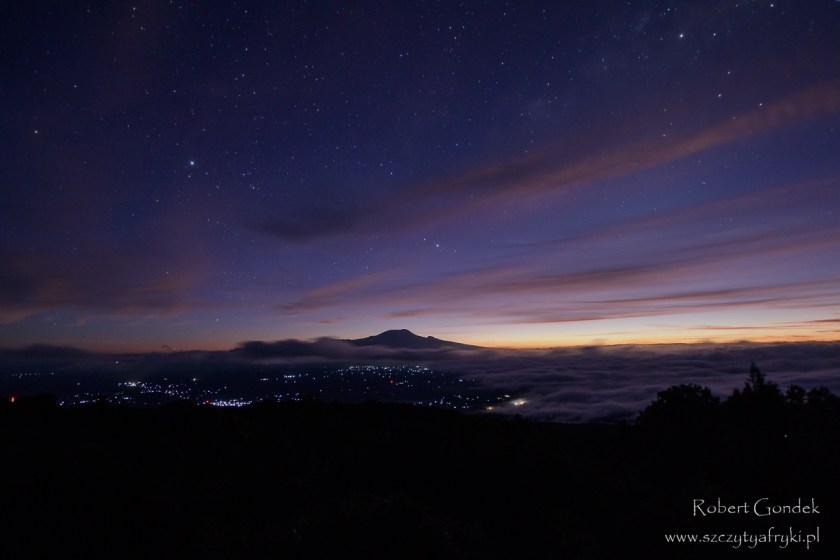 Wschód słońca nad Kilimandżaro - widok z Mount Meru