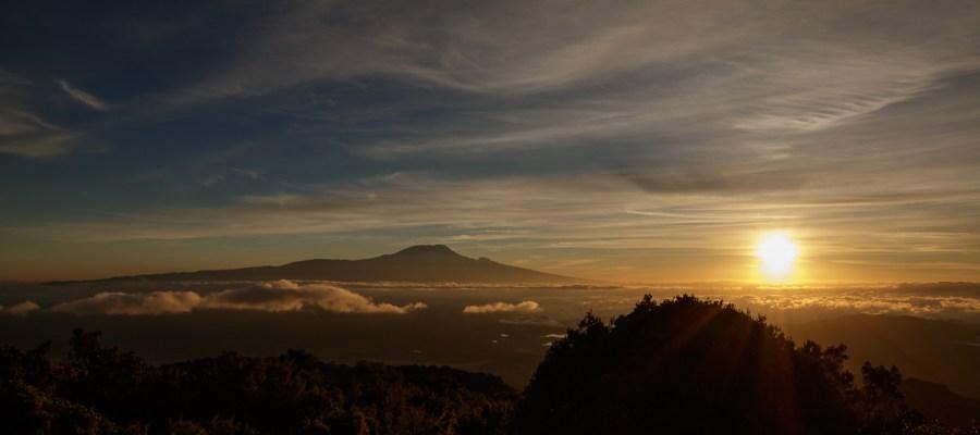 Wschód słońca z Kilimandżaro w tle