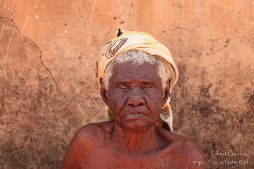 Jedna z najstarszych mieszkanek Larabangi