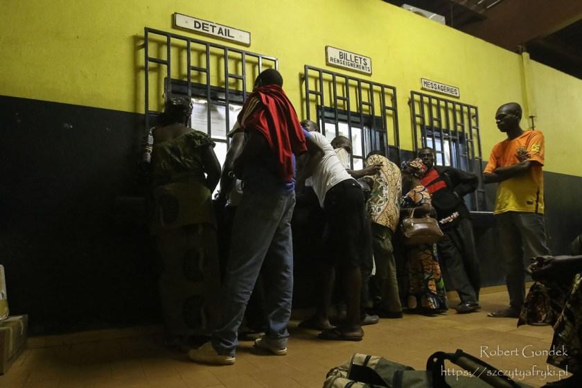 W Booué w oczekiwaniu na pociąg w Gabonie