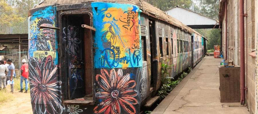 Graffiti na wagonach w Muzeum Kolejnictwa w Nairobi