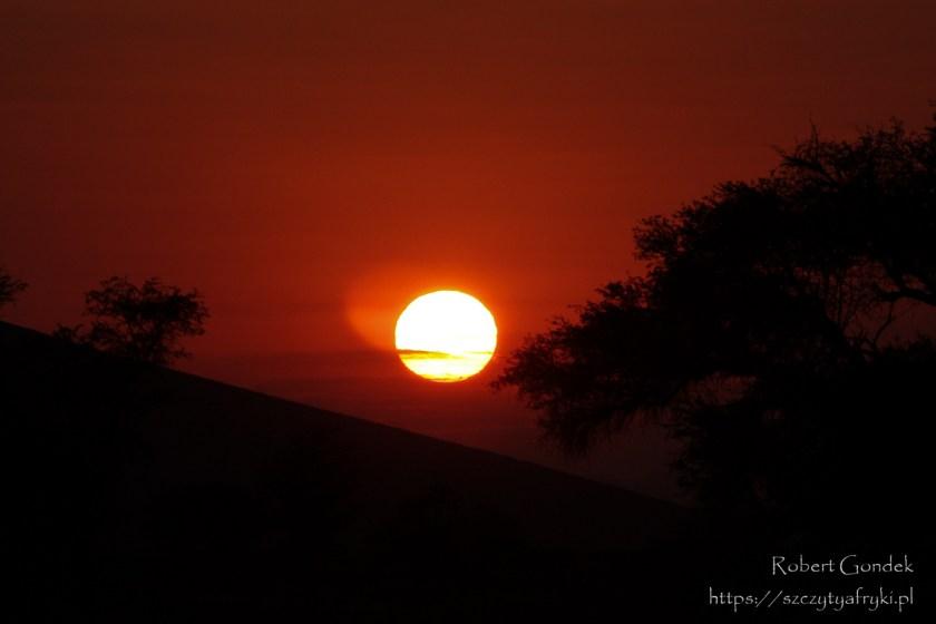 Wschód słońca w Sossusvlei