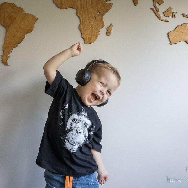Czarna koszulka z szympansem dla chłopca