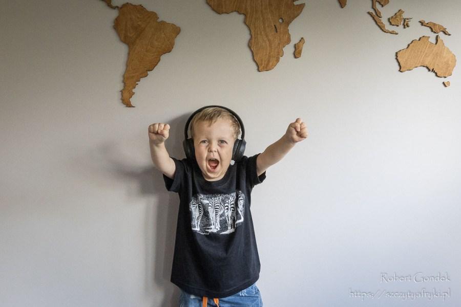 Czarny t-shirt z zebrami dla chłopca