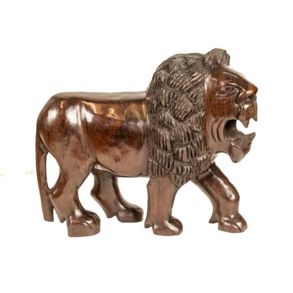 Duży drewniany lew z Afryki