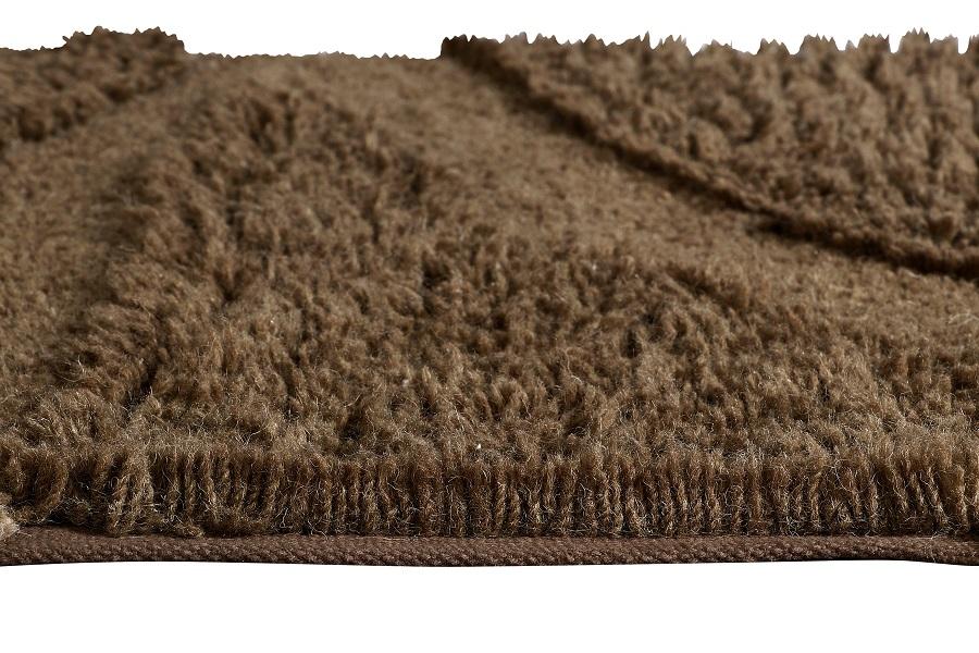 Wełniany dywan inspirowany drewnem afrykańskiej akacji do stylowego wnętrza