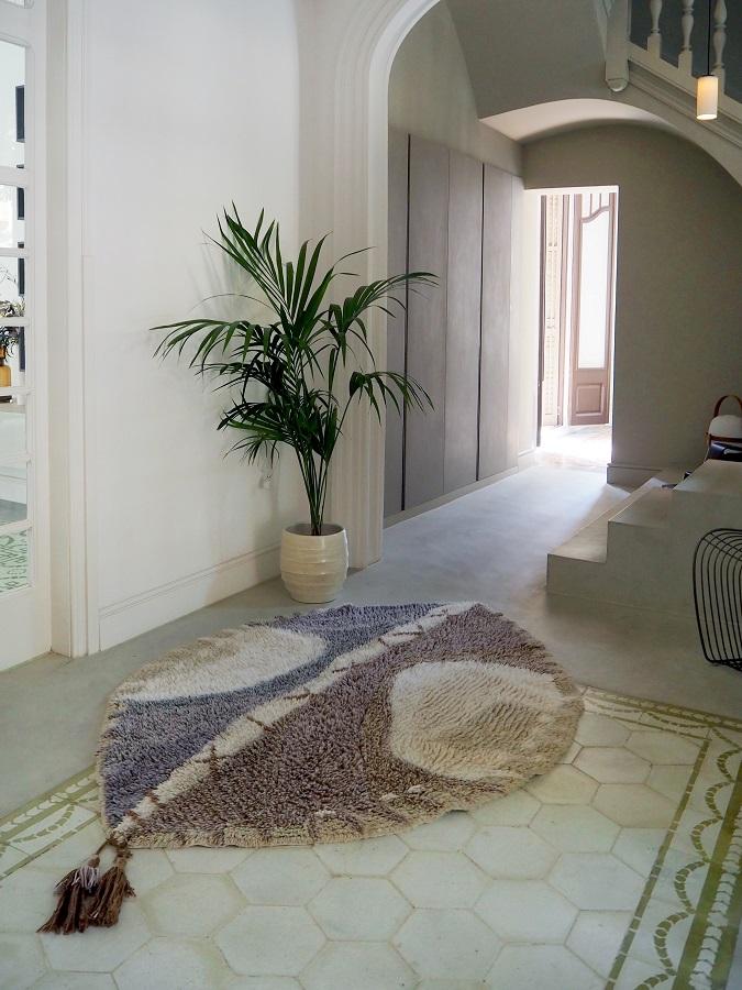 Wełniany dywan z motywem afrykańskiej tarczy - wnętrze afrykańskie