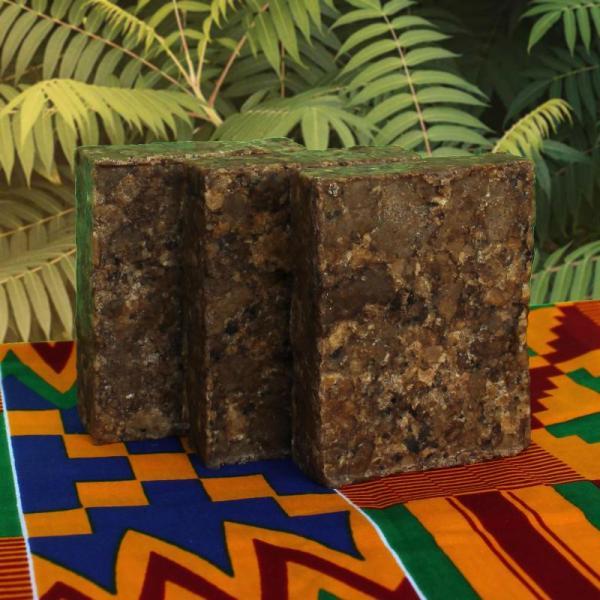 Czarne mydło z Afryki z owoców i orzechów