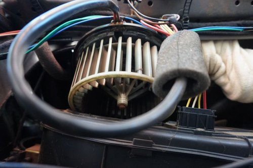 small resolution of the wires are run up where the trim will cover and they then go down the seat belt pillar i find it easiest to remove the seat belt and run some rigid