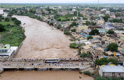 An aerial view shows a flood-affected area of the Jevargi Gulbarga district in Karnataka October 4, 2009. REUTERS/Karnataka Government Information Department/Handout